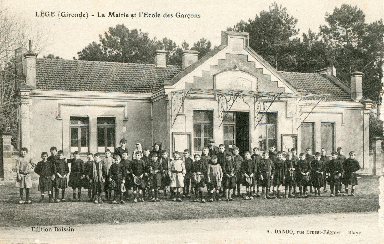 Läge - Mairie et Çcole des garáons (coll Luc Dupuyoo)